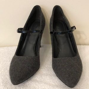 Dana Buchman gray fabric Mary Jane pumps sz 8.5